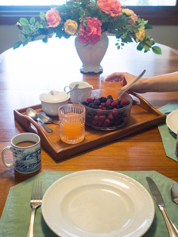 berries-table-setting