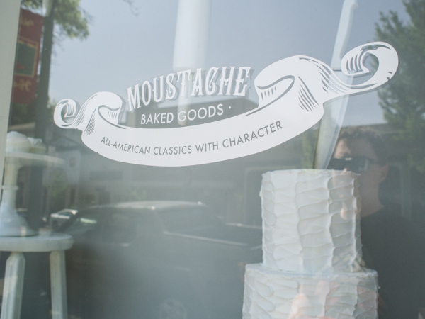 moustache-baked-goods